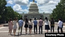 최근 미국에서 통일 지도자 연수를 받은 남북한 출신 청년들이 워싱턴 연방의사당을 방문했다.
