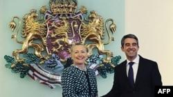 Tổng thống Bulgaria Rosen Plevneliev đón tiếp Ngoại trưởng Hoa Kỳ Hillary Clinton tại Sofia, ngày 5/2/2012