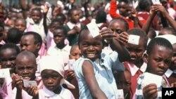 홍역 예방접종캠페인에 참여한 케냐의 어린이들