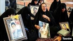 خانواده سربازان کشته شده در تصادف اتوبوس سربازان در نی ریز استان فارس
