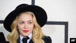 Madonna Afrikada tibbiy muassasa qurdi
