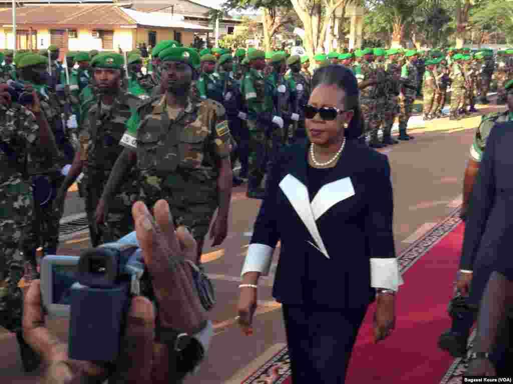 Le 20 janvier 2014, Catherine Samba Panza est nommée présidente de la transition centrafricaine par le Parlement.