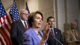 Lãnh tụ phe thiểu số Hạ viện Nancy Pelosi nói cần phải nâng cao mức trần nợ để thanh toán những khoản chi tiêu mà Quốc hội đã chấp thuận.