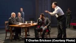 Vở kịch OSLO khiến các diễn viên đi hết từ ngạc nhiên này sang ngạc nhiên khác.