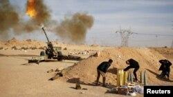Chiến binh Libya chiến đấu chống lại các chiến binh Nhà nước Hồi giáo gần Sirte.