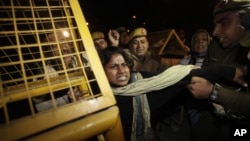 Indian women demonstrating against the brutal gang-rape of a woman on a moving bus scuffle with police as they try to approach the residence of Indian Home Minister Sushilkumar Shinde in New Delhi, India, Dec. 24, 2012.