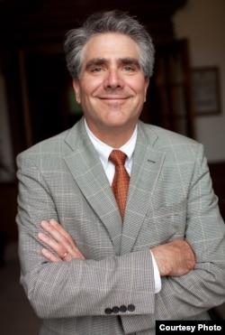 范德堡大学管理学院院长、信息技术专家艾里克•约翰逊(Eric Johnson)