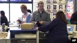 미국 뉴저지 주의 우체국을 찾은 시민들. (자료사진)