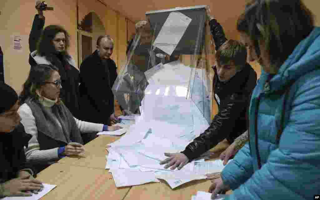 Подсчет голосов на участке в Санкт-Петербурге
