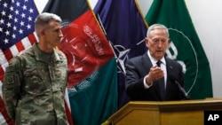 امریکې ددفاع وزیر جم میټس او په افغانستان کې د امریکايي ځواکونو مشر جنرل جان نکلسن