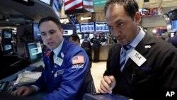 Tanto el Dow Jones como el S&P 500 y el Nasdaq retrocedieron.