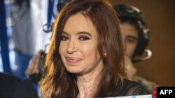 Президент Аргентини Крістіна Фернандез де Кіршнер одужує після операції на щитовидній залозі