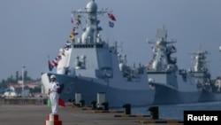 지난해 9월 중국 광동성 항구도시 잔장에서 실시된 중-러 합동훈련에서 중국 해군 병사가 경계 근무를 서고 있다.