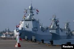 2016年9月12日俄罗斯-中国海军演习中中国海军军官在广东省湛江市