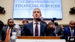 CEO Facebook, Mark Zuckerberg memberikan keterangan di depan Komisi Kongres AS di Washington DC hari Rabu (23/10).