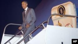 9일 파나마시티 토쿠맨국제공항에서 도착한 바락 오바마 미국 대통령이 전용기에서 내리고 있다.