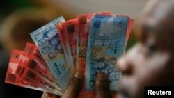 اتحاديه های کارگری غنا از حکومت میخواهند جلوی کاهش ارزش ارز را بگيرد