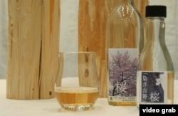 یک نوع نوشیدنی الکلی در آلبانی - مولف ارشد ابرپژوهش نشریه لانست میگوید فواید بهداشتی مصرف معتدل الکل نافی شواهد بزرگتر خطرات آن نیست