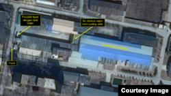 미국의 북한전문매체 38노스는 5일 북한 영변 핵단지 내 우라늄 농축 공장 주변에서 액화질소 운반용 트레일러로 보이는 차량이 정기적으로 운행되고 있는 것이 상업위성을 통해 포착됐다고 밝혔다. 사진출처: 38노스 홈페이지.