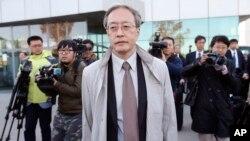 27일 이하라 준이치 외무성 아시아대양주국장 등 일본 정부 당국자들이 납북자 문제에 관한 북한 당국의 조사 상황을 점검하고 위해 평양 순안공항에 도착했다.