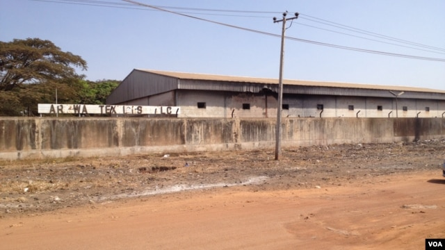 The closed and dilapidated Arewa Textile Mill in Kaduna, Nigeria, December 5, 2012. (I. Kure - for VOA)