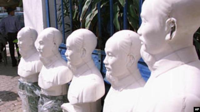 Những bức tượng Hồ Chí Minh tại một xưởng sản xuất tư nhân ở Sài Gòn.