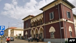 FILE - The Bank of Eritrea in Asmara, July 22, 2013. Eritrea has temporarily shut down 450 private businesses, saying they failed to use the banking system.