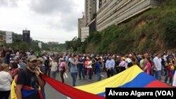 El gobierno estadounidense pidió a las fuerzas armadas venezolanas proteger y no impedir las protestas pacíficas. También censuró las acciones de los llamados colectivos.