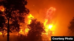 大面積野火燒毀了森林﹐2012年7月密蘇里一國家公園野火。(資料照片)