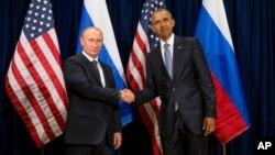 Presiden Rusia Vladimir Putin (kiri) bertemu Presiden AS Barack Obama di sela-sela Sidang Umum PBB di New York, Senin (28/9).