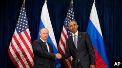 Perezida Obama wa Leta zunze ubumwe z'Amerika na Putin w'Uburusiya i New York, tariki ya 28 y'ukwa cyenda 2015