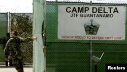 Pintu gerbang penjara AS di Guantanamo, Kuba.