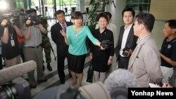 지난 24일 대북 수해 지원을 논의하기 위해 북한을 방문하고 나온 한국 북민협 관계자들. (자료사진)
