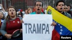 Venezolanos residentes en Perú opuestos a la investidura del presidente Maduro piden un recuento de votos.