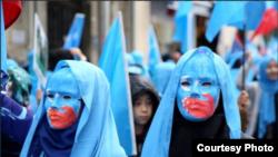 14个国家的海外维吾尔人走上街头,抗议中国政府在新疆的高压政策 (受访者提供)