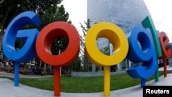 谷歌公司在北京的办公室外面有谷歌的品牌标志(2018年8月8日,用鱼眼镜头拍摄的照片)。