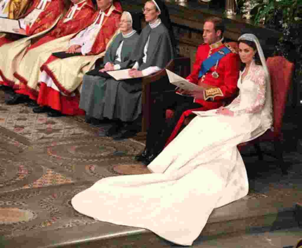 El príncipe Guillermo y Kate Middleton en la Abadía de Westminster, en Londres, durante su boda.