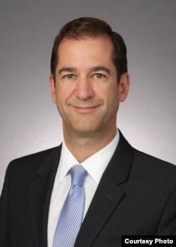 华盛顿市律师托马斯·罗伦森
