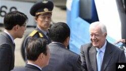 지난 4월 북한관리들의 영접을 받는 지미카터 전 미국 대통령