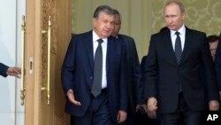 Shavkat Mirziyoyev (chapda) Rossiya rahbari Vladimir Putin bilan, Toshkent, 6-sentabr, 2016-yil.