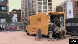 Jessie Goldenberg menggunakan dana pinjaman untuk mengubah sebuah truk tua menjadi butik trendi bernama 'Nomad Fashion Truck' di New York (Foto: dok).