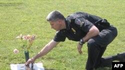 戴多恩上尉15岁的儿子因开车分心出车祸丧生