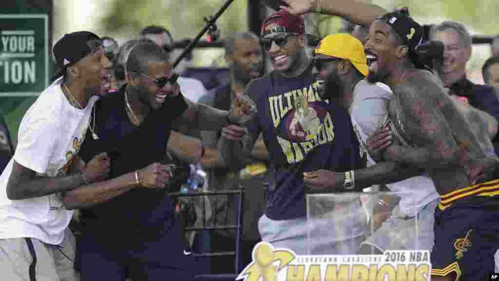 Les joueurs de Cleveland lors défilé à cleveland pour célébrés leur titre, le 22 juin, 2016.