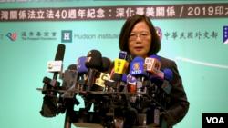 """2019年4月16日,台灣總統蔡英文在出席""""2019印太安全對話""""後說美國批准軍售、繼續F-16飛行員培訓計劃非常及時。(美國之音海倫拍攝)"""