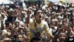 ພວກປະທ້ວງຊາວເຢເມນ ຮ້ອງຄຳຂວັນ ຮຽກຮ້ອງໃຫ້ປະທານາທິບໍດີ Ali Abdullah Saleh ລາອອກໃນລະ ຫວ່າງ ການປະທ້ວງຕໍ່ຕ້ານລັດຖະບານ ທີ່ນະຄອນຫຼວງ Sana'a ໃນວັນທີ 27 ກັນຍາຜ່ານມານີ້.