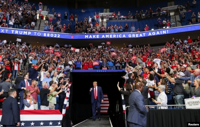 U.S. President Donald Trump pumps his fist as he enters his first re-election campaign rally in several months in the midst of the coronavirus disease outbreak, at the BOK Center in Tulsa, Oklahoma, U.S., June 20, 2020. (REUTERS/Leah Millis)