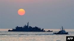 Tàu Nam Triều Tiên ngoài khơi bờ biển gần đảo Yeonpyeong, ngày 24/12/2010