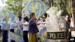"Police try to confiscate kites from protestors during a kite flying titled ""Kite for Freedom of Expression"" in a park near the National Assembly in Phnom Penh, file photo."