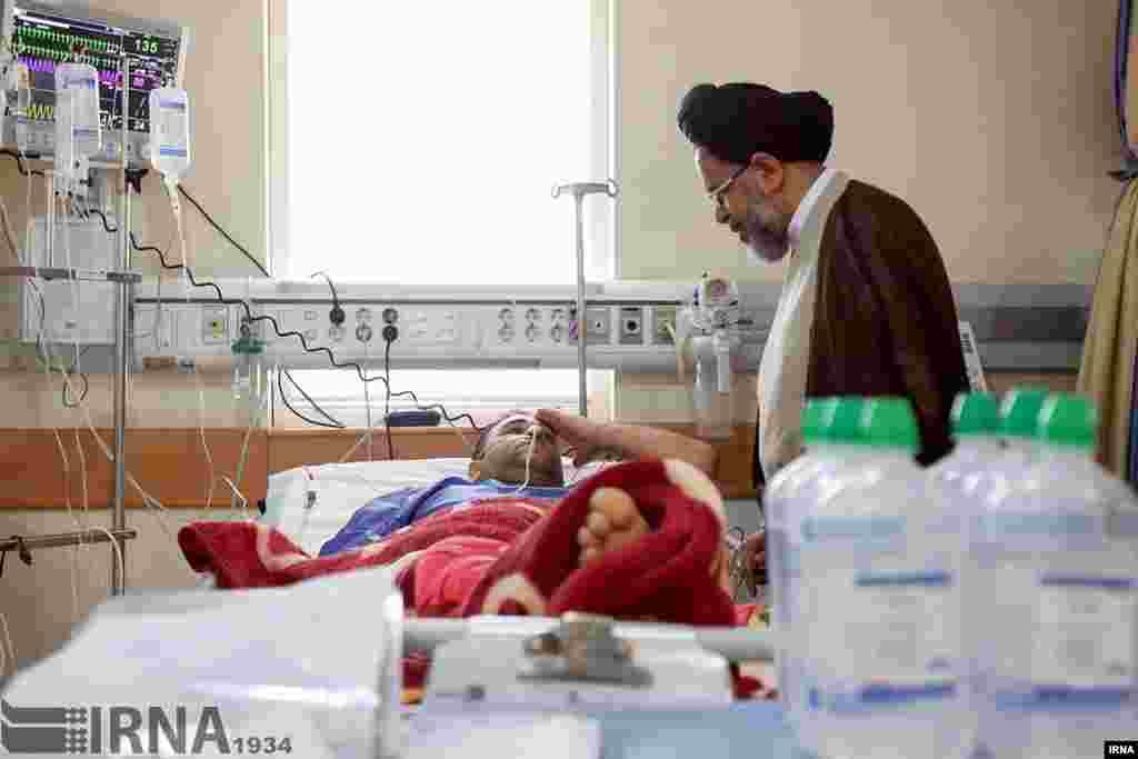 عیادت وزیر اطلاعات ایران از مجروحان حوادث تروریستی روز گذشته تهران عکس: مهدی قربانی