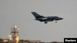 2014年9月28日英国旋风式战机空袭伊拉克后降落在英国皇家空军在塞浦路斯阿克罗蒂里基地